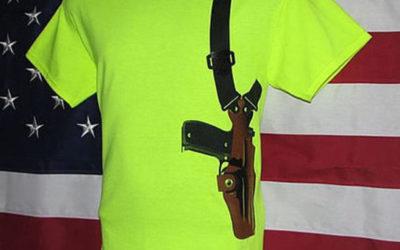 Arrestato in USA per una tshirt con un'arma disegnata